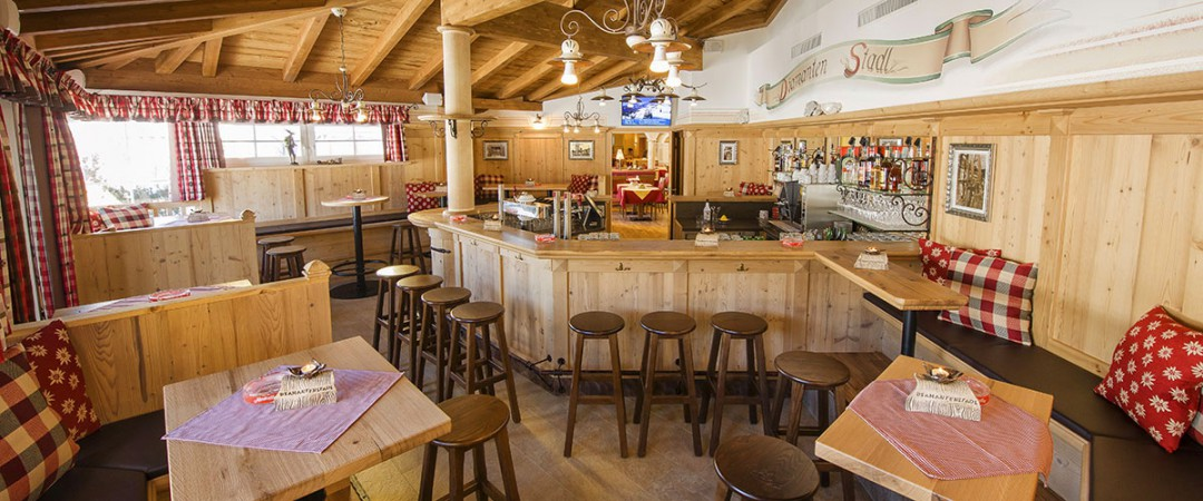 3 Sterne Hotel Direkt An Der Piste Hotel Bergdiamant In Flachau
